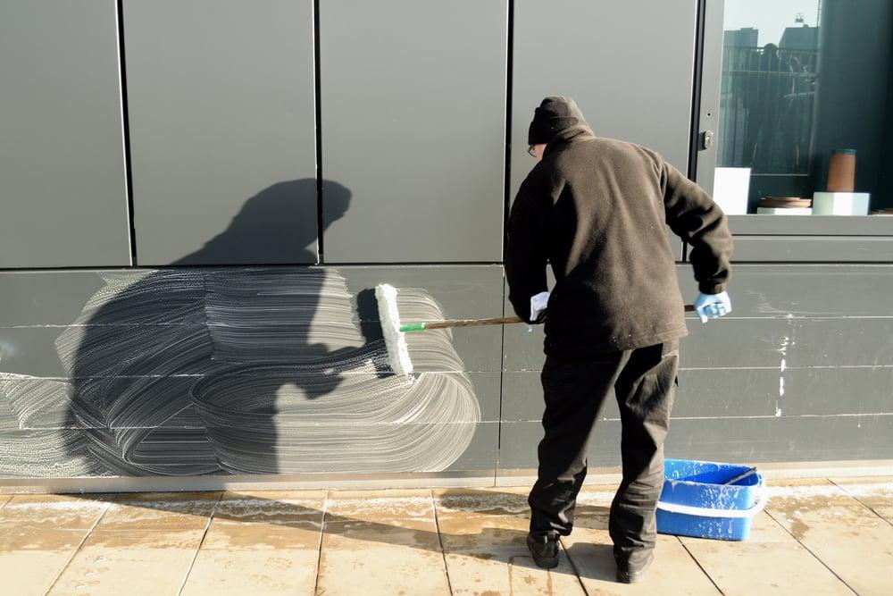 Fassadenverkleidung aus Kunststoff reinigen