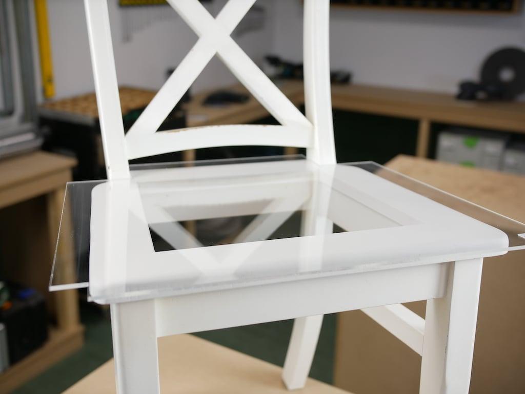 Plexiglas Stuhl Sitzfläche anbringen