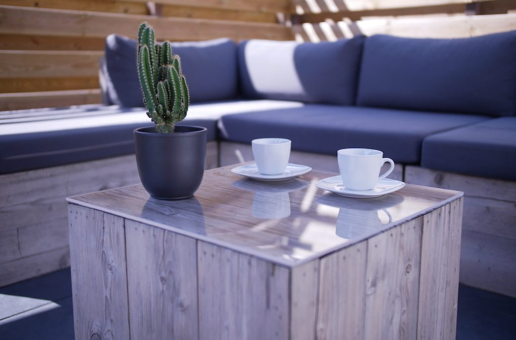 Tischplattenschutz aus PLEXIGLAS® für Ihren Gartentisch