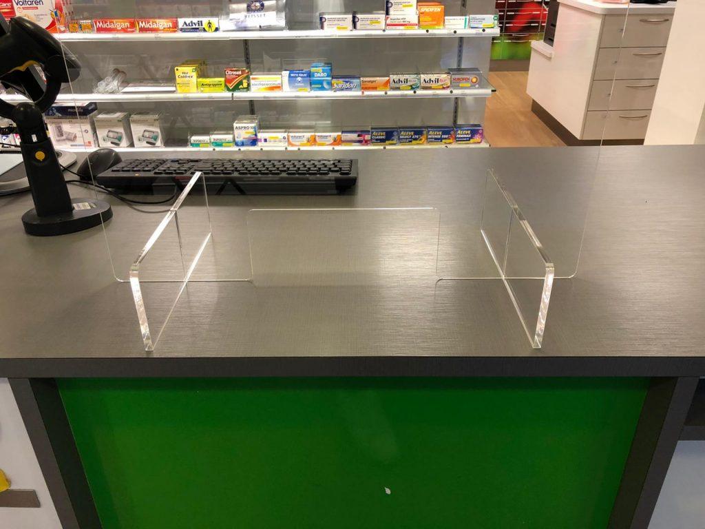 Plexiglas vor der Kasse Apotheker