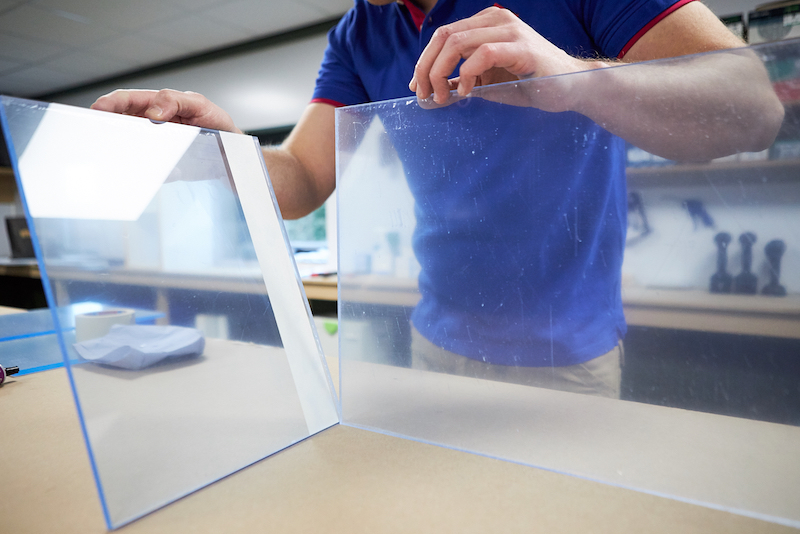 Plexiglas Aquarium selber bauen Platten befestigen