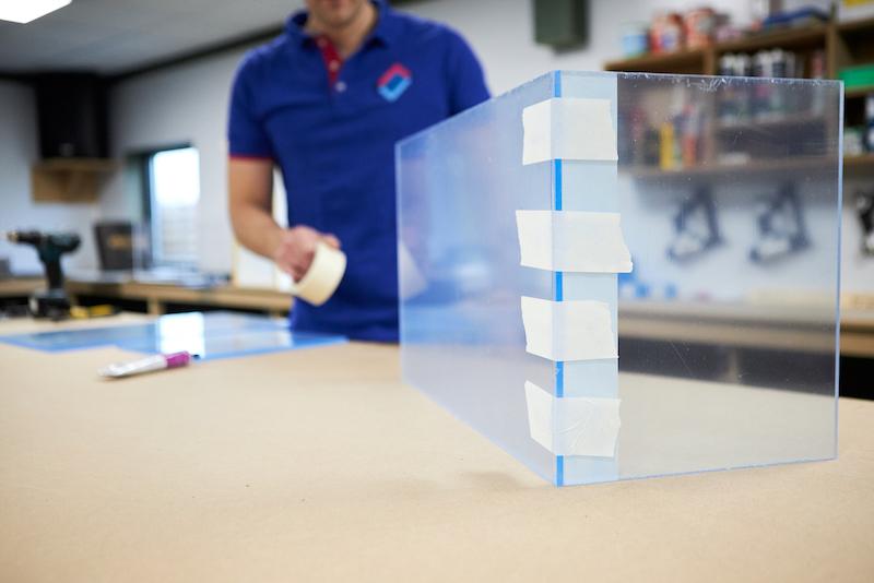 Plexiglas Aquarium selber bauen Plexiglas Platten in Position
