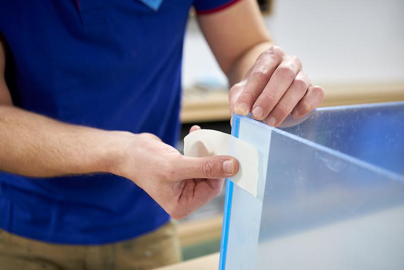 Plexiglas Aquarium selber bauen befestigen mit Malerklebeband