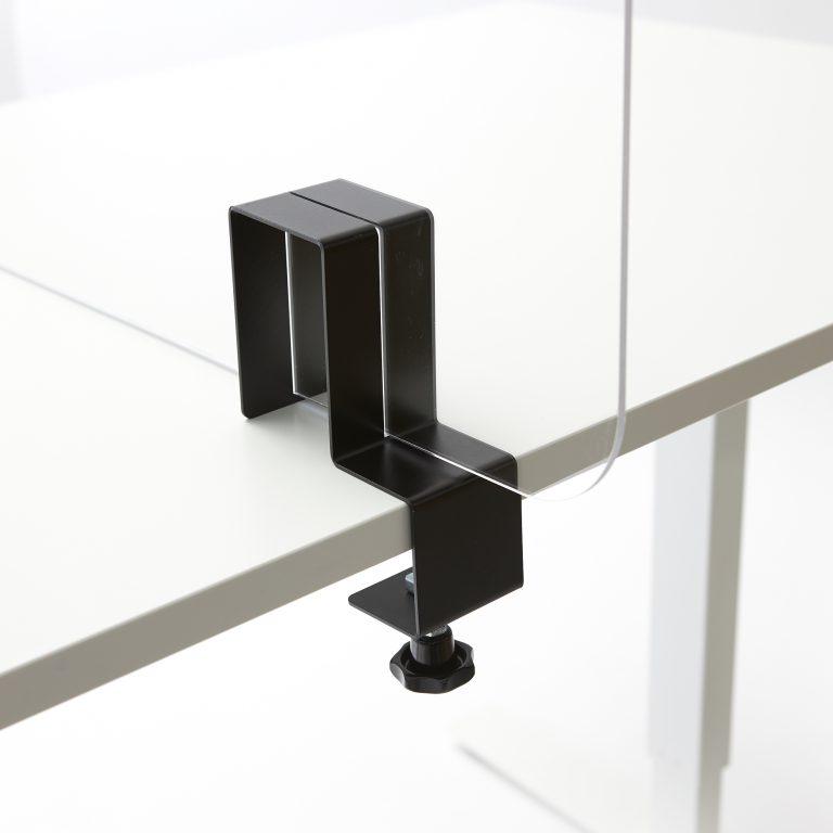Plexiglas Halterung auf dem Tisch
