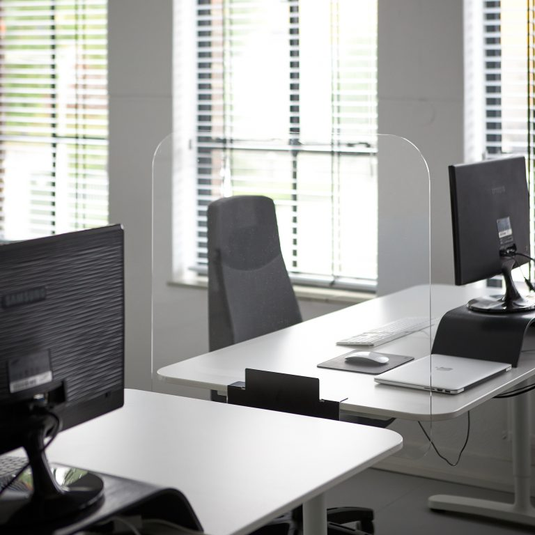 Plexiglas Schreibtisch Trennwand