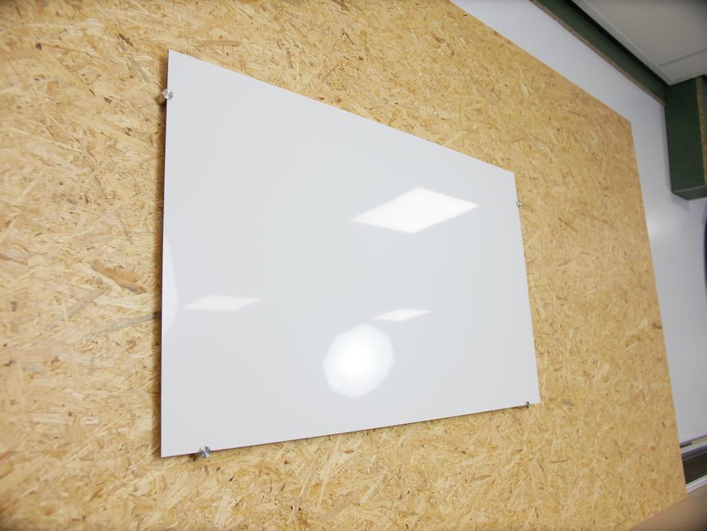 Whiteboard selber bauen aus Kunststoff