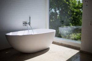 Badezimmerfenster ohne Privatsphäre