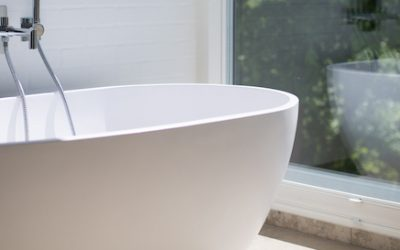Benötigen Sie ein Milchglas Fenster im Badezimmer? 3 Gründe, sich für Acrylglas zu entscheiden