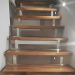 Transparente Treppenverkleidung aus Acrylglasplatten