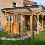 DIY Terrassenüberdachung mit Dach aus Kunststoffscheiben