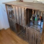 DIY Bar aus Weinkisten und Acrylglasplatten