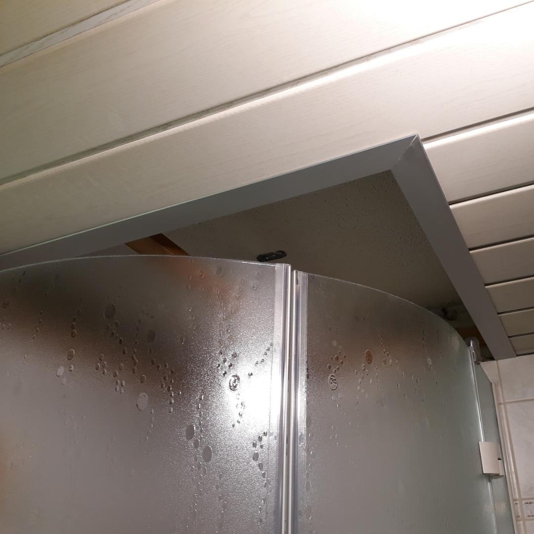 Deckenpaneel aus Acrylglas für die Dusche